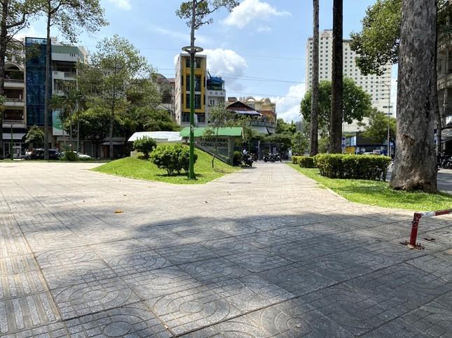 Công viên Sài Gòn đìu hiu giữa mùa dịch COVID-19 ảnh 10