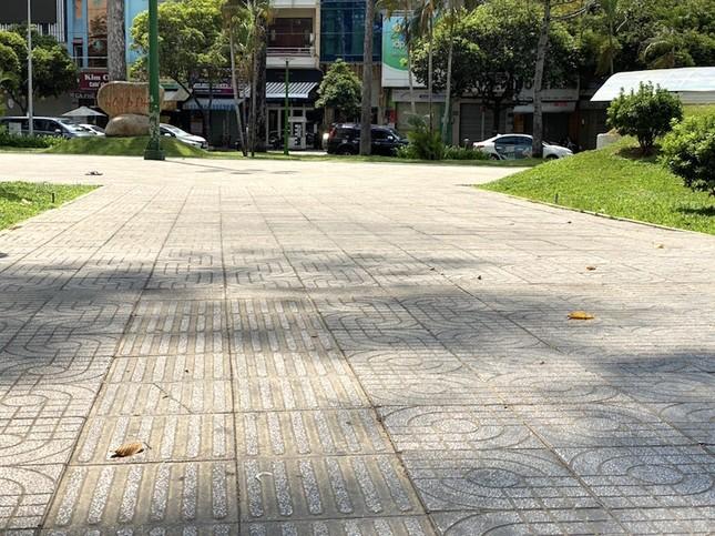 Công viên Sài Gòn đìu hiu giữa mùa dịch COVID-19 ảnh 12