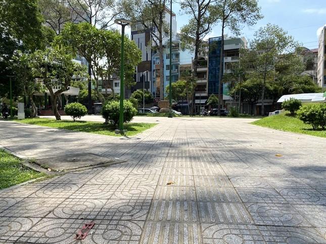 Công viên Sài Gòn đìu hiu giữa mùa dịch COVID-19 ảnh 11