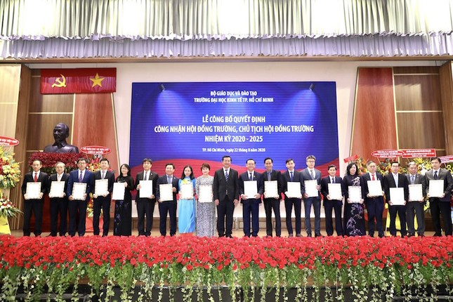 Trường ĐH Kinh tế TP. HCM ra mắt Hội đồng trường, nhiệm kỳ 2020-2025 ảnh 1
