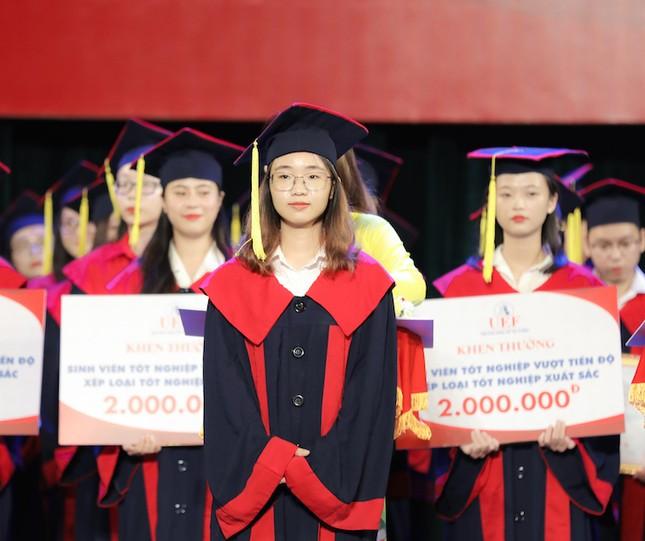 Tân cử nhân tốt nghiệp gần đạt điểm tuyệt đối, duy trì học bổng 100% suốt khóa học ảnh 1