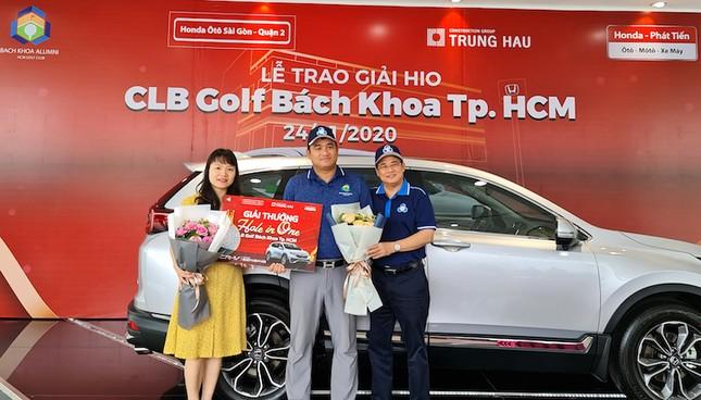 Giải golf CLB Bách khoa TP. HCM trao thưởng cho thành tích Hole in One ảnh 1