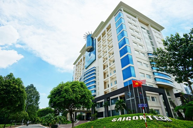 Ngân hàng rao bán trường SaigonTech ảnh 1