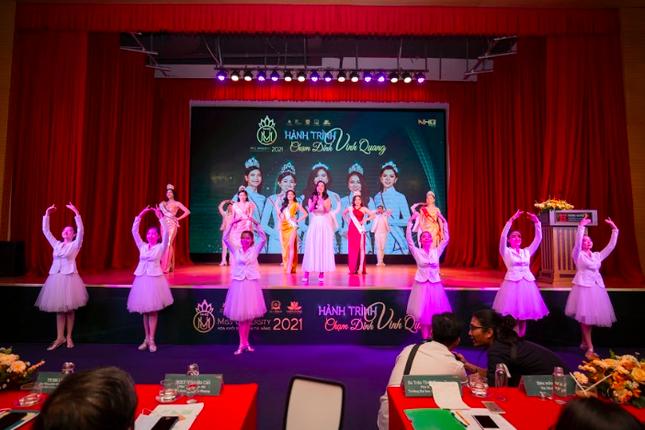 Sinh viên 5 trường đại học tranh tài ở cuộc thi Hoa khôi Sinh viên tài năng 2021 ảnh 1