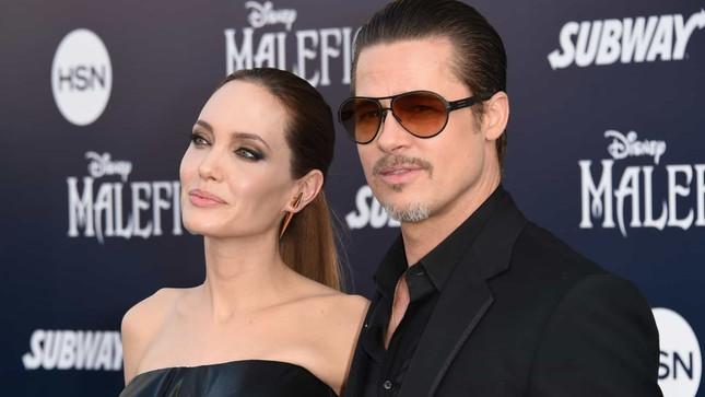 Angelina Jolie tức giận khi Brad Pitt giới thiệu vợ cũ Jennifer Aniston với các con ảnh 3