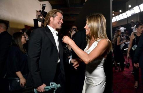 Angelina Jolie tức giận khi Brad Pitt giới thiệu vợ cũ Jennifer Aniston với các con ảnh 2