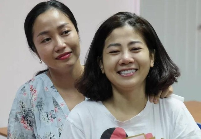 Con gái Mai Phương nhìn mẹ lần cuối ảnh 1