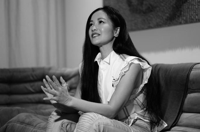 Diva Hồng Nhung sáng tác ca khúc mới tại Mỹ để cảm ơn những người chống dịch COVID-19 ảnh 1