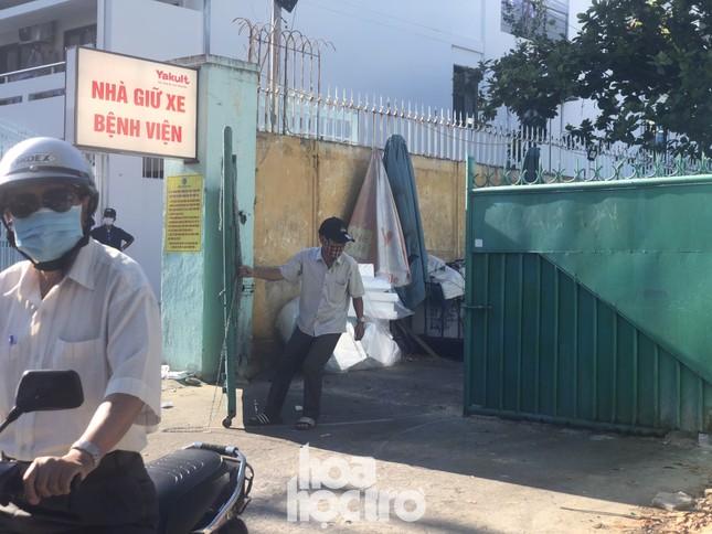 Bên trong Bệnh viện Đà Nẵng những ngày đầu tiên thực hiện biện pháp cách ly y tế ảnh 2