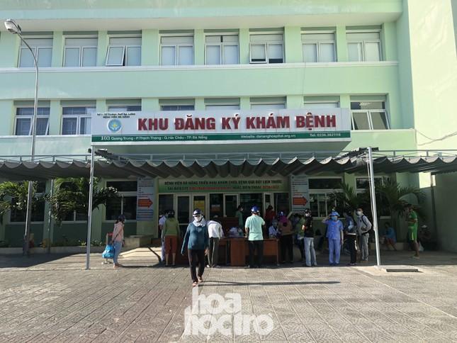 Bên trong Bệnh viện Đà Nẵng những ngày đầu tiên thực hiện biện pháp cách ly y tế ảnh 1
