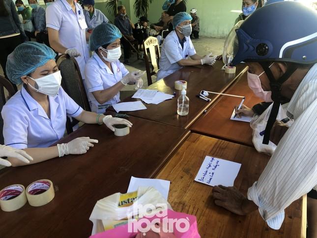 Bên trong Bệnh viện Đà Nẵng những ngày đầu tiên thực hiện biện pháp cách ly y tế ảnh 5