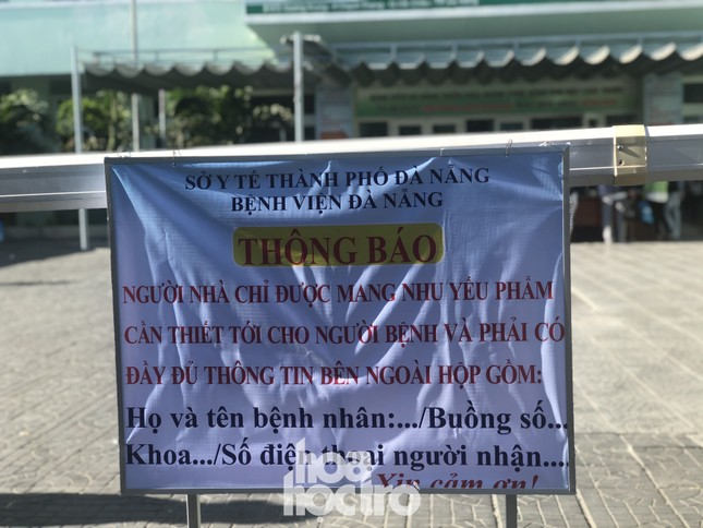 Bên trong Bệnh viện Đà Nẵng những ngày đầu tiên thực hiện biện pháp cách ly y tế ảnh 3