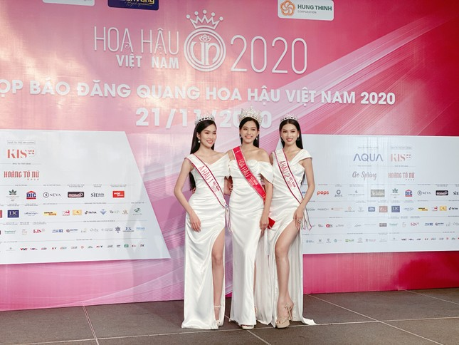 Top 3 Hoa Hậu Việt Nam 2020 lần đầu xuất hiện sau đăng quang, sẵn sàng giao lưu trực tuyến ảnh 1