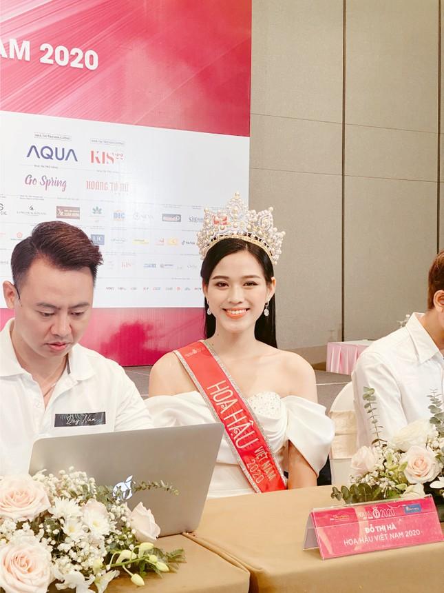 Top 3 Hoa Hậu Việt Nam 2020 lần đầu xuất hiện sau đăng quang, sẵn sàng giao lưu trực tuyến ảnh 3