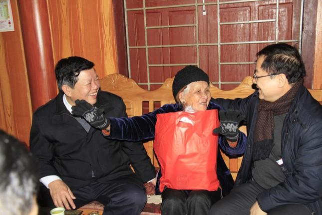 Tặng quà Tết hộ nghèo, chiến sĩ biên phòng Cao Bằng ảnh 7