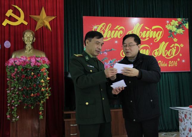 Tặng quà Tết hộ nghèo, chiến sĩ biên phòng Cao Bằng ảnh 6