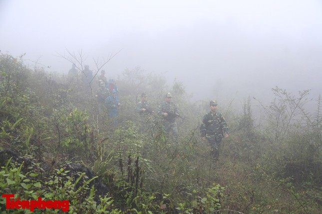 Theo chân chiến sĩ tuần tra biên cương trong mù sương giá rét ảnh 12