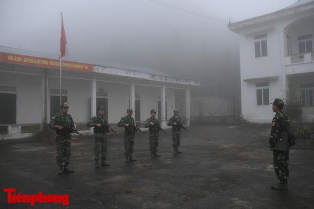 Theo chân chiến sĩ tuần tra biên cương trong mù sương giá rét ảnh 2
