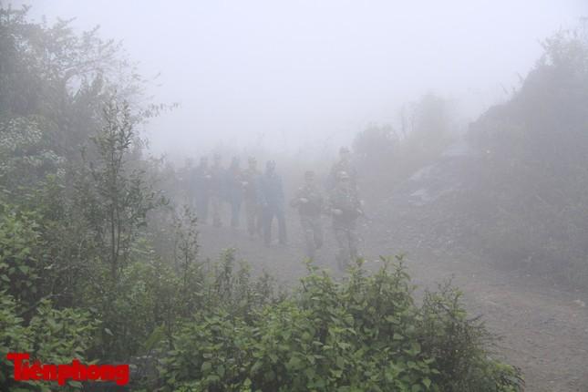 Theo chân chiến sĩ tuần tra biên cương trong mù sương giá rét ảnh 8