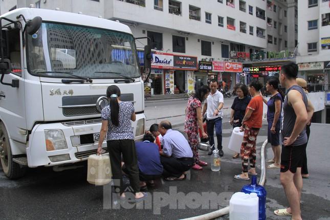 Khủng hoảng nước sạch tại Hà Nội: Khổ như 'thời bao cấp' ảnh 2