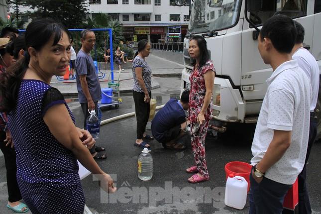 Khủng hoảng nước sạch tại Hà Nội: Khổ như 'thời bao cấp' ảnh 3