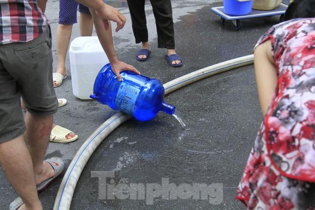 Khủng hoảng nước sạch tại Hà Nội: Khổ như 'thời bao cấp' ảnh 4