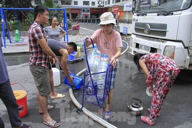 Khủng hoảng nước sạch tại Hà Nội: Khổ như 'thời bao cấp' ảnh 5
