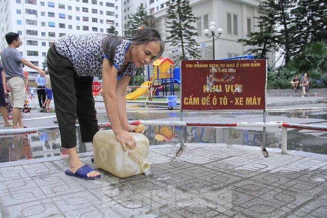 Khủng hoảng nước sạch tại Hà Nội: Khổ như 'thời bao cấp' ảnh 6