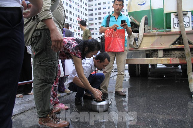 Khủng hoảng nước sạch tại Hà Nội: Khổ như 'thời bao cấp' ảnh 7