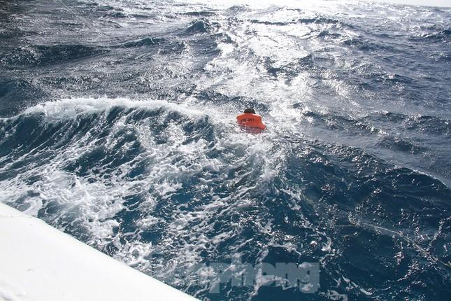 Vượt sóng dữ vào nhà giàn DK1 ảnh 11