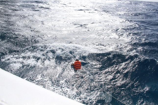 Vượt sóng dữ vào nhà giàn DK1 ảnh 12