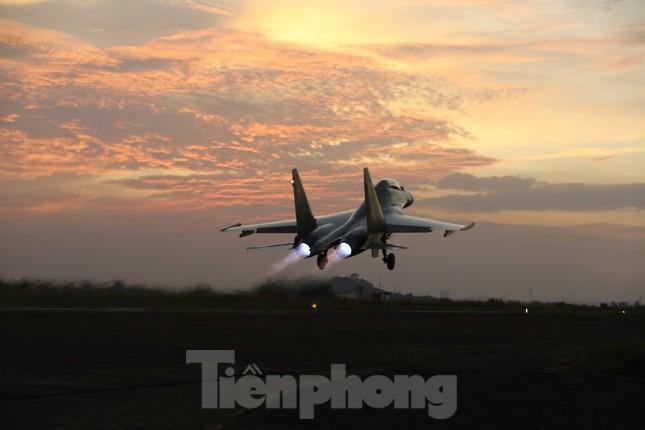 Su-30MK2 – Những 'thiên binh' canh trời - giữ biển ảnh 10