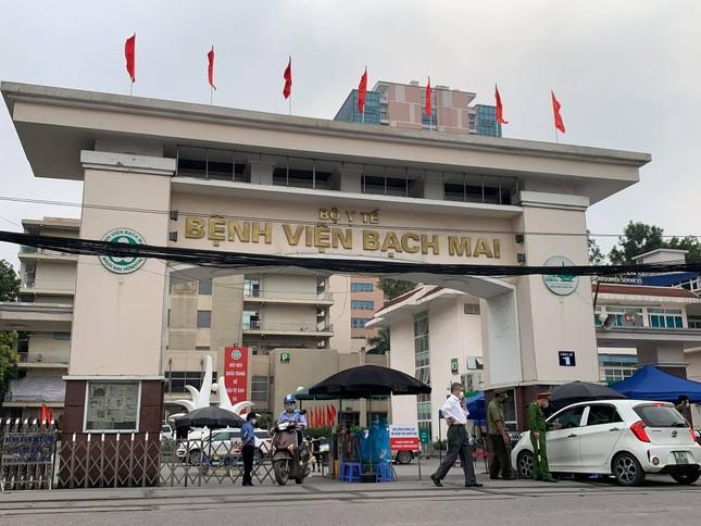 Hà Nội rà soát được gần 1.600 người từng đến bệnh viện Bạch Mai ảnh 1