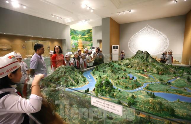 Thăm bảo tàng 'hoành tráng' vừa khánh thành chào mừng ĐH Đảng bộ tỉnh Yên Bái ảnh 3