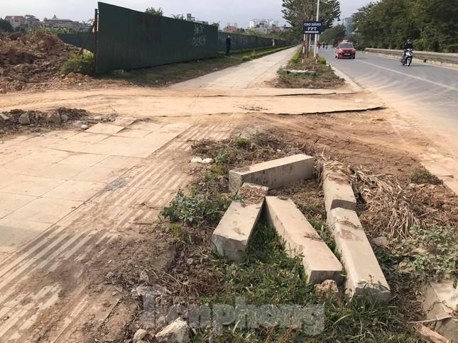 Vỉa hè đá tự nhiên nhiều tuyến phố Hà Nội hư hỏng, nát bét ảnh 7