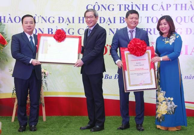 Hà Nội gắn biển 2 công trình trường học chào mừng Đại hội Đảng ảnh 2