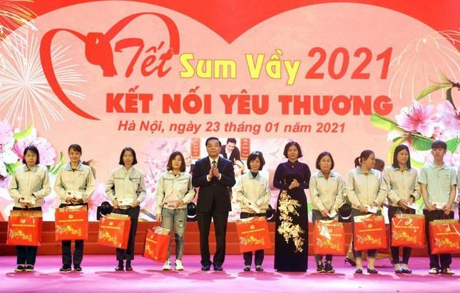 Bí thư Vương Đình Huệ trao quà Tết cho công nhân lao động ảnh 3