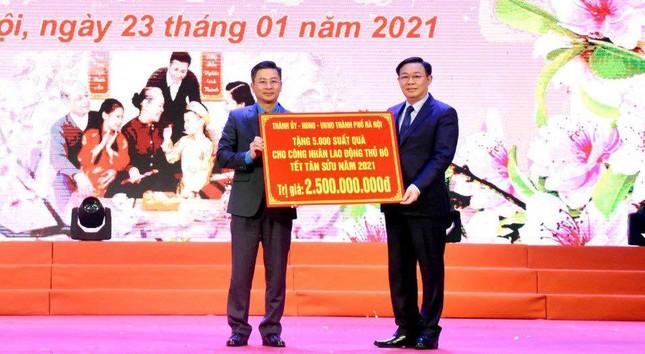 Bí thư Vương Đình Huệ trao quà Tết cho công nhân lao động ảnh 2