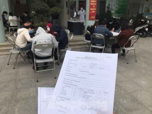 Hà Nội: Cận cảnh lấy mẫu xét nghiệm những người về từ tỉnh Hải Dương ảnh 2