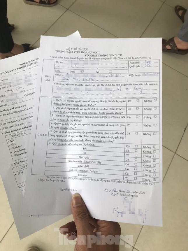 Hà Nội: Cận cảnh lấy mẫu xét nghiệm những người về từ tỉnh Hải Dương ảnh 5