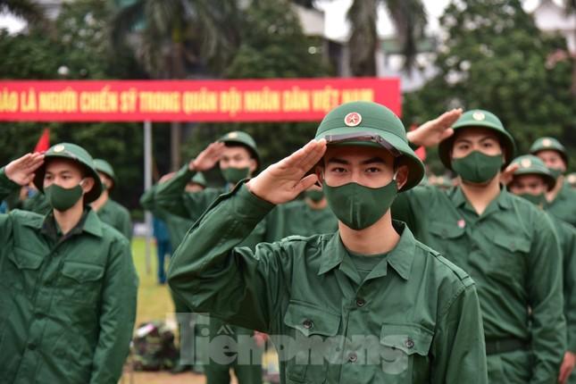 Bí thư Vương Đình Huệ tặng hoa, tiễn tân binh lên đường nhập ngũ ảnh 5