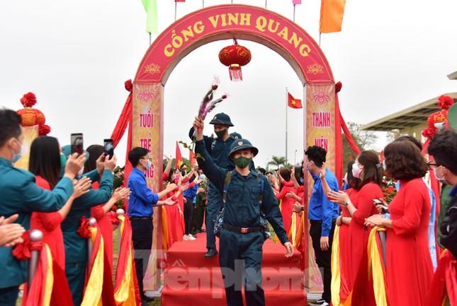 Bí thư Vương Đình Huệ tặng hoa, tiễn tân binh lên đường nhập ngũ ảnh 10