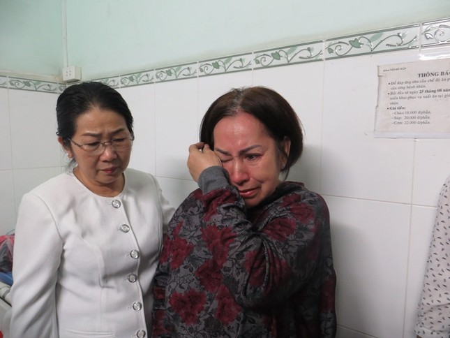 Lãnh đạo TPHCM thăm hỏi, động viên nạn nhân trong vụ cháy chung cư ảnh 5