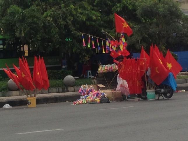 Cổ động viên tiếc nuối khi Việt Nam thua ở loạt penalty ảnh 8