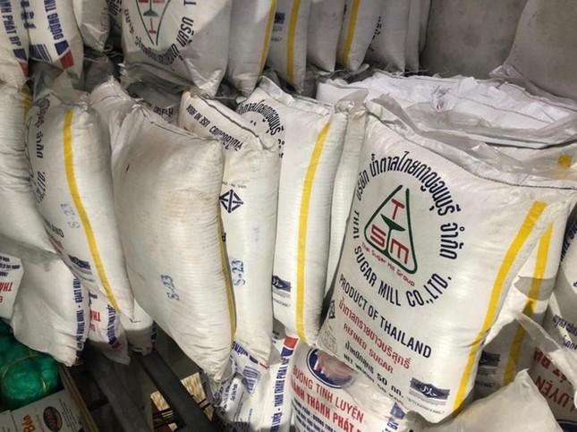 TPHCM bắt hơn 10 tấn đường lậu chuẩn bị tung ra thị trường ảnh 2