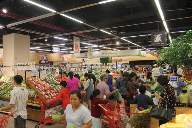 Chưa nghỉ tết, siêu thị đã đông nghẹt người ảnh 10