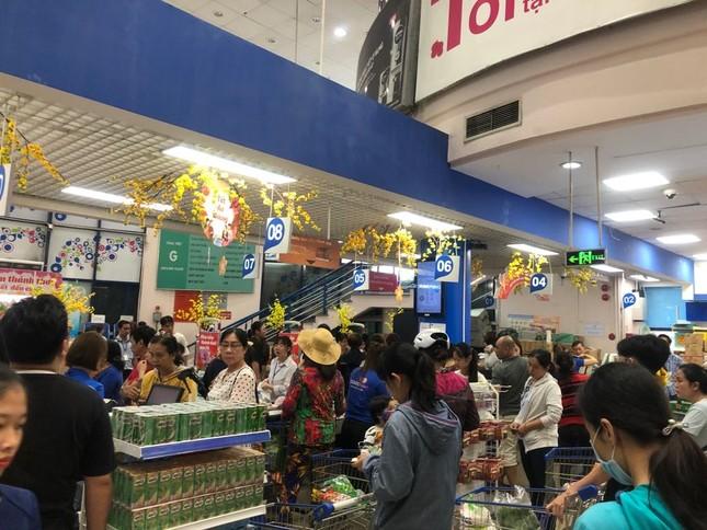 Chưa nghỉ tết, siêu thị đã đông nghẹt người ảnh 12
