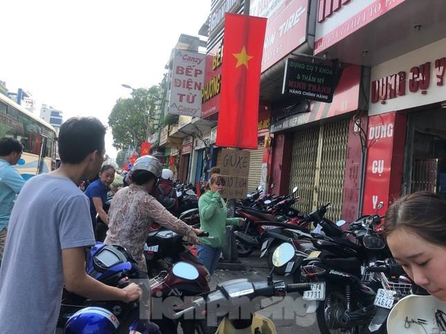 Nghìn nghịt người chen chân ở chợ hoa lớn nhất Sài Gòn ngày cuối năm ảnh 32