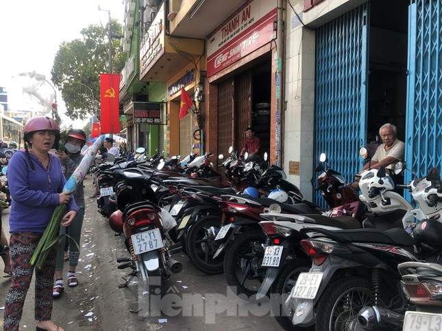 Nghìn nghịt người chen chân ở chợ hoa lớn nhất Sài Gòn ngày cuối năm ảnh 33