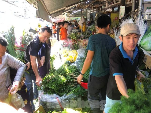 Nghìn nghịt người chen chân ở chợ hoa lớn nhất Sài Gòn ngày cuối năm ảnh 10